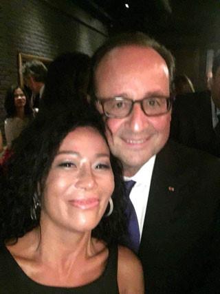 Bà Lệ Thu selfie cùng Tổng thống François Hollande.