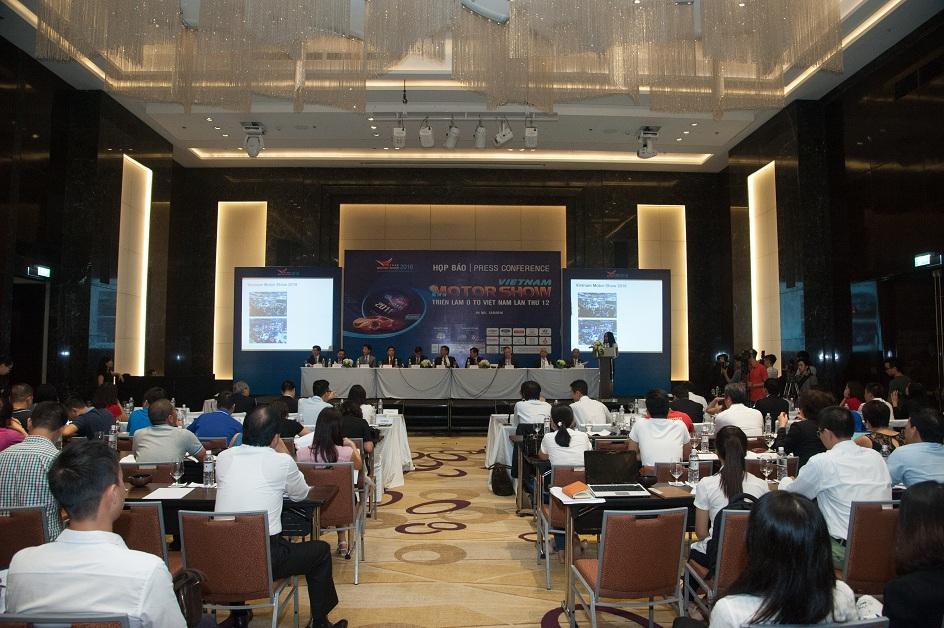 Buổi họp báo khởi động Triển lãm Vietnam Motor Show 2016.