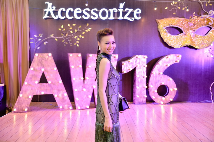Ninh Dương Lan Ngọc xuất hiện nổi bật với kiểu tóc bím cá tính váy đính cườm sang trọng.
