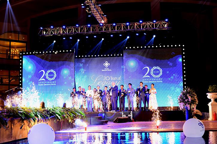 Lễ vinh danh 20 khách hàng thân thiết và nhân viên xuất sắc đã đồng hành cùng Hà Nội Daewoo trong suốt 20 năm vừa qua.