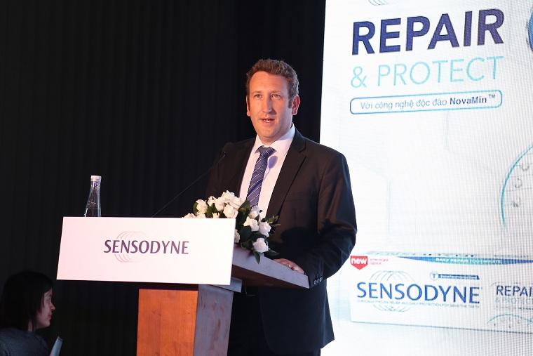 Ông Jonathan Workman - Giám đốc điều hành của GSK Indochina Ngành hàng chăm sóc răng miệng phát biểu.