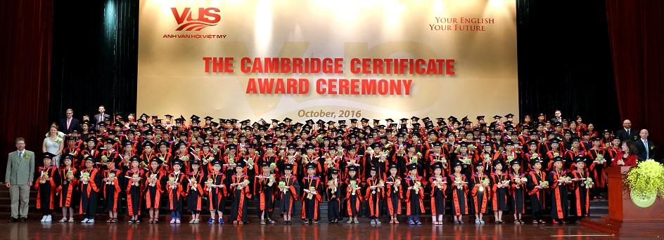 Lễ trao chứng chỉ Cambridge.