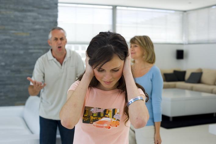 Daughter ignoring her unhappy parents