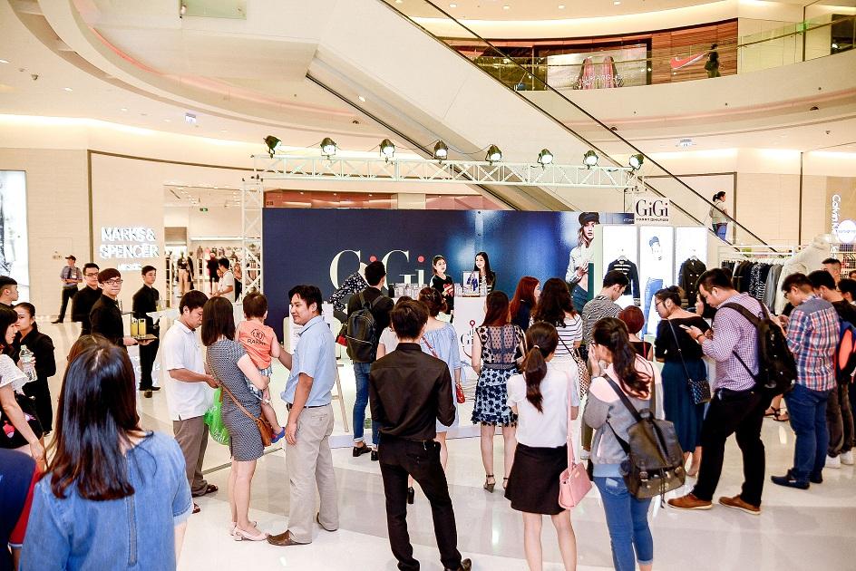 Buổi ra mắt BST này có sự tham gia đông đảo của các fashionista Sài thành và báo giới.