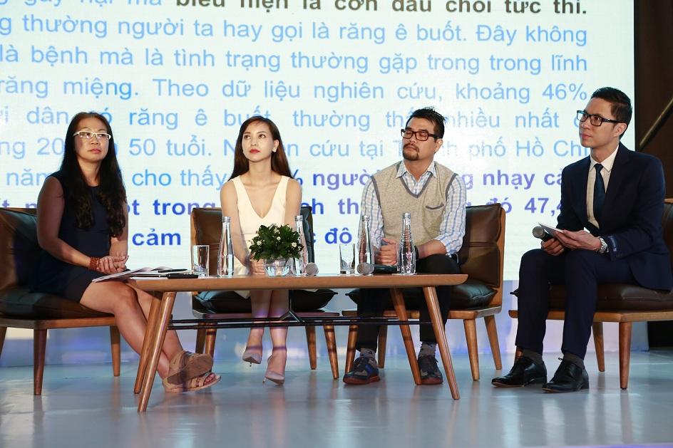 Các khách mời trên bàn tròn sân khấu.