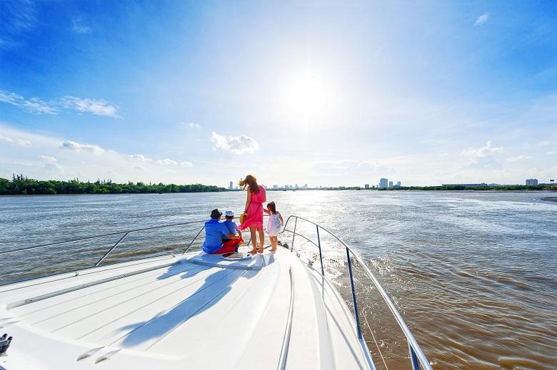 Tận hưởng cuộc sống đẳng cấp trên du thuyền tại Diamond Island.