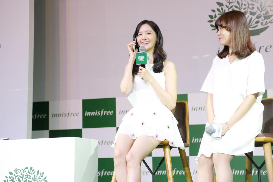 Trong phần game đặc biệt của cô khi tương tác với khách hàng, 5 khách hàng trả lời đúng câu hỏi từ BTC sẽ đoán được số điện thoại mà Yoona đang sở hữu để gọi điện thoại trực tiếp cho cô