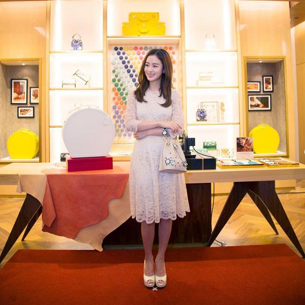 Kể từ khi kết hôn, đây là lần đầu tiên Kim Tae Hee trở lại với công việc.