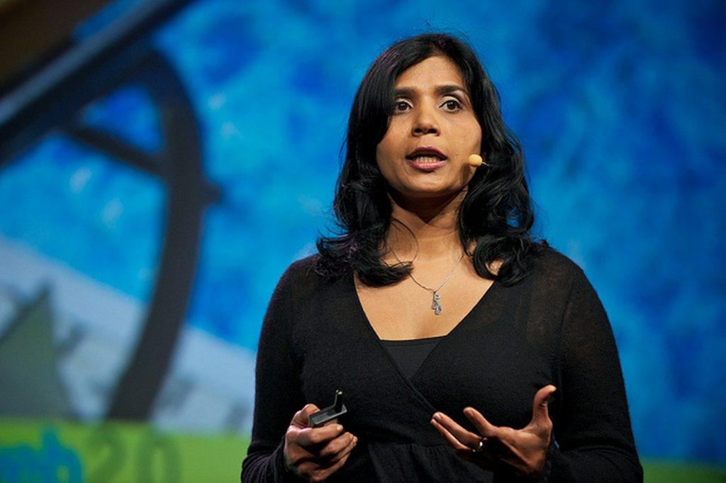 Rashmi Sinha (SlideShare, Inc.) on stage at Web 2.0 Expo SF 2010.