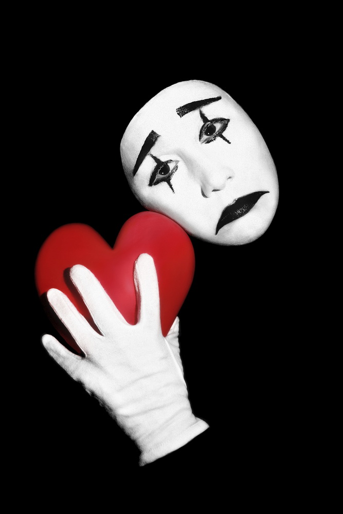 Mime with red heart