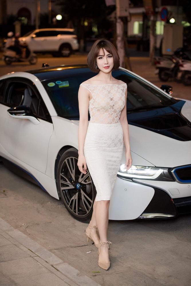 NDN_Vu Thu Phuong chieu dai khan gia bua tiec Den Trang_diep lam anh di xe 6 ty (2)_resize