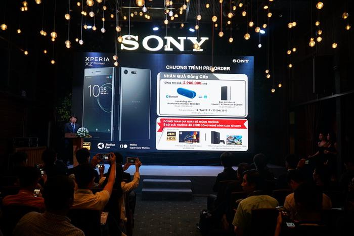 NDN_Sony gioi thieu smartphone the he man hinh 4k HDR dau tien the gioi_Ong Nguyen Vu Khoa Phuc, Truong phong tiep thi san pham Xperia, Sony electric VN3_resize