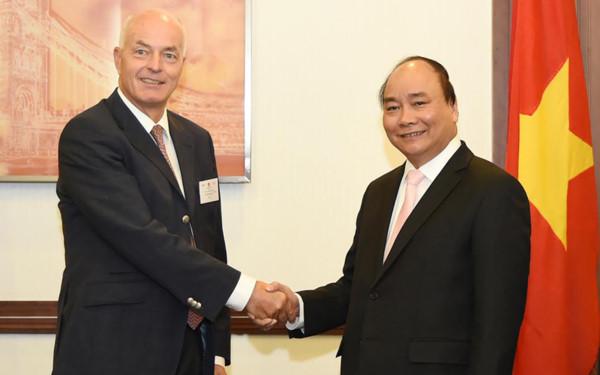 Thủ tướng tiếp Giám đốc điều hành khu vực ASEAN của Tập đoàn BMW. Ảnh: VGP/Quang Hiếu.