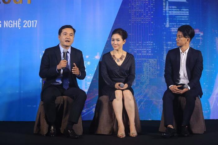 Ông Hoàng Vũ (trái) - Giám đốc Sở du lịch và Bà Minh Hương (giữa) - CEO Tập đoàn Truyền thông Vàng.