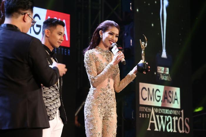 NDN_Dan sao khoe sac voc tai CMG.ASIA AWARDS 2017_8