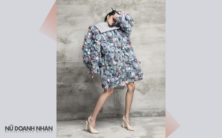 Áo khoác form rộng đính hoa, Nguyễn Minh Công Giày cao gót mũi nhọn, Charles & Keith