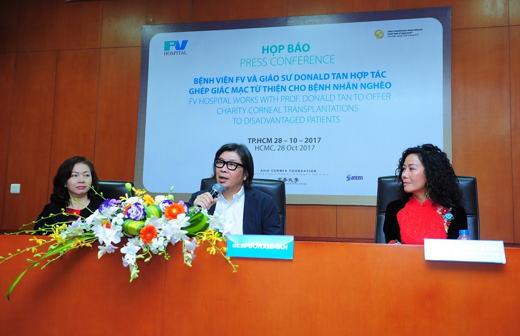 BS Nguyễn Thị Mai, GS.BS Donald Tan, Bà Nguyễn Thị Lệ Thu (từ trái sang).