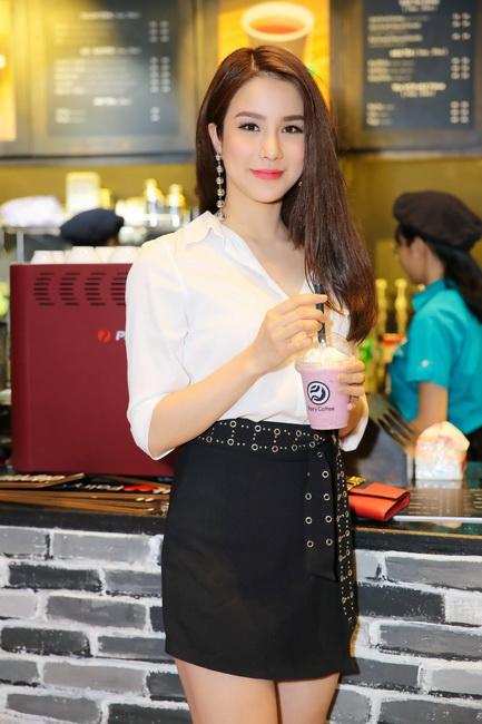NDN_Hong Loan khai truong quan Fairy Coffee_04