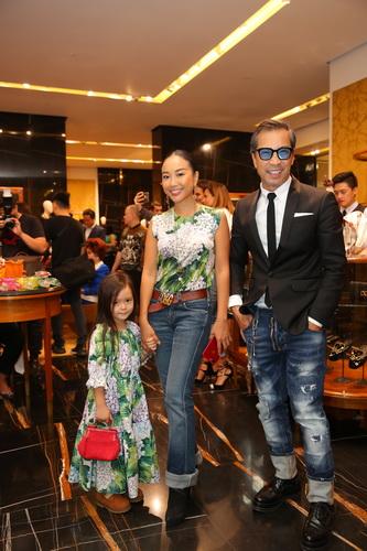 Đoan Trang mặc ton-sur-ton với con gái, cả hai chọn diện Dolce&Gabbana
