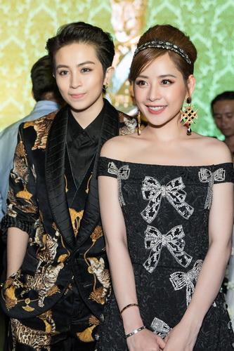 Chi Pu hóa thân một quý cô cổ điển quý phái với trang phục và phụ kiện của Dolce&Gabbana cùng Gil Lê