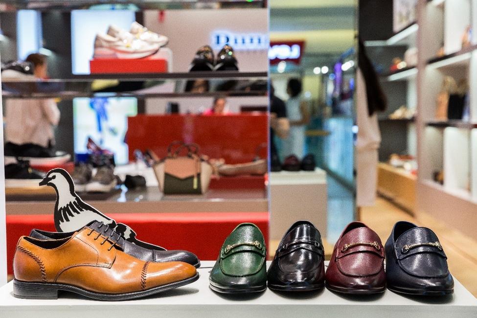 Có thể dễ dàng tìm thấy bất kỳ kiểu giày tại Dune London, từ giày tây thanh lịch, cổ điển…