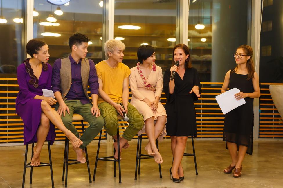 Buổi họp báo công bố chương trình diễn ra không gian ấm cúng thân tình cùng nhiều chia sẻ thú vị về quá trình tập luyện chuẩn bị cho show diễn.