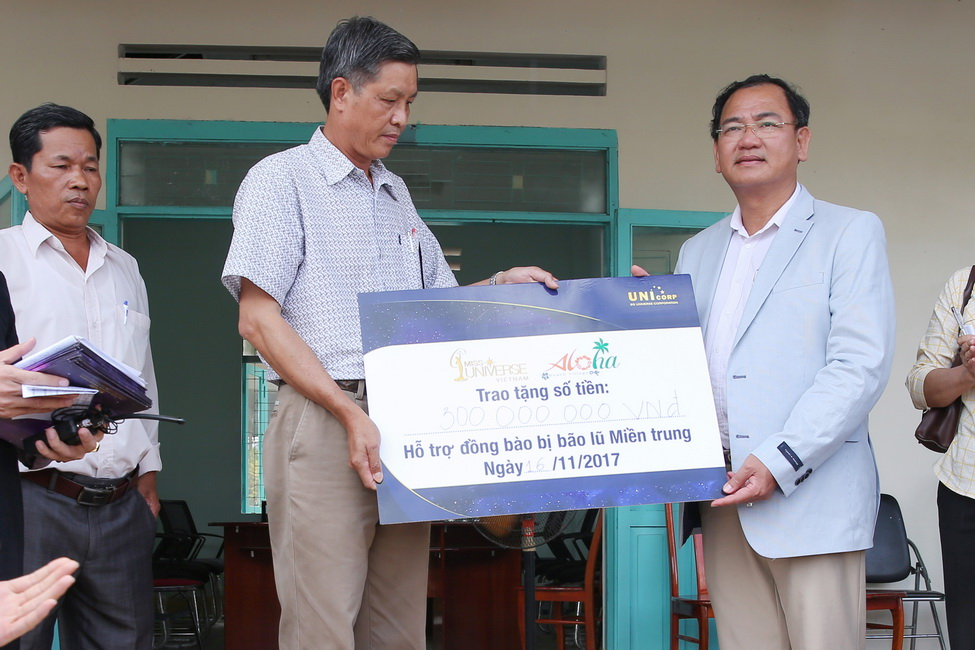 Đại diện công ty Aloha Beach Village thăm hỏi, động viên và hỗ trợ nhân dân xã Diên Xuân, huyện Diên Khánh, Khánh Hòa