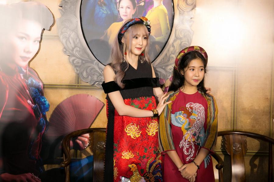 Hot girl Thái – Nene, người trình bày ca khúc nhạc phim Lý Cây Bông cùng bé Hồng Nhung cũng bay đến Việt Nam để tham dự và trình diễn tại buổi ra mắt.