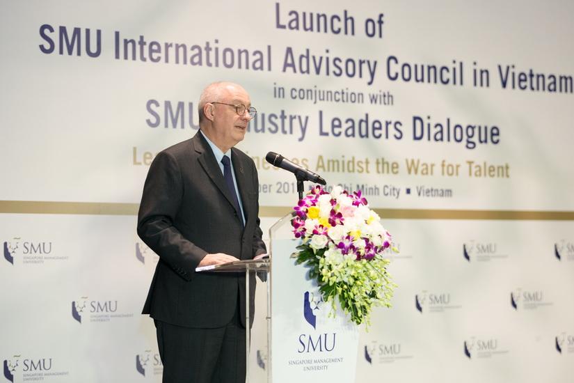 Hiệu trưởng trường SMU - Giáo sư Arnoud De Meyer phát biểu khai mạc chương trình