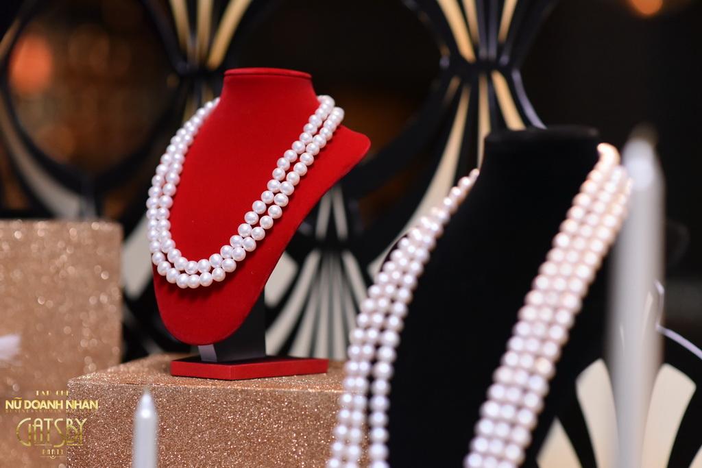 Tại khu trưng bày là những mẫu vòng cổ cao cấp của Ngọc trai Long Beach Pearl. Trong thập niên 20, ngọc trai được mệnh danh là nữ hoàng của trang sức bởi sự sang trọng lẫn địa vị mà chúng điểm tô cho chủ nhân của mình.