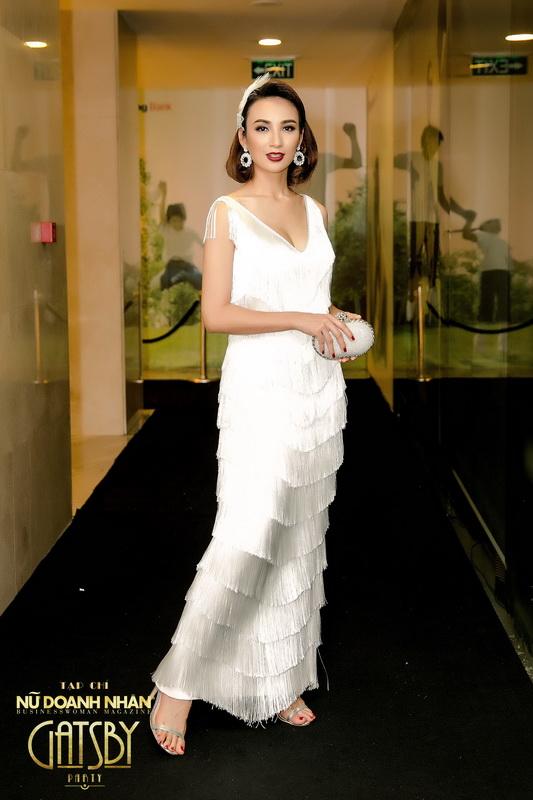 Hoa hậu lập tức thu hút sự chú ý của giới truyền thông tại thảm đen Gatsby Party