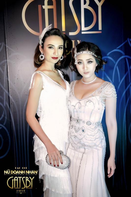 Ngọc Diễm và MC Hà Trinh chụp kỉ niệm tại đêm tiệc