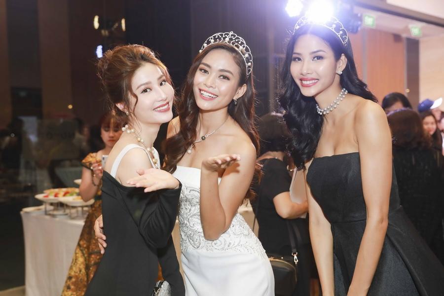 NDN_TOP 3 HOA HAU TAI SU KIEN BI MAT DAI DUONG_07
