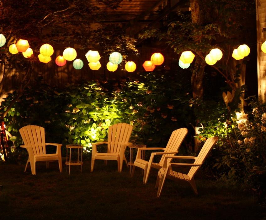 Những chiếc đèn lồng nhỏ sẽ tạo điểm nhấn trong khu vườn