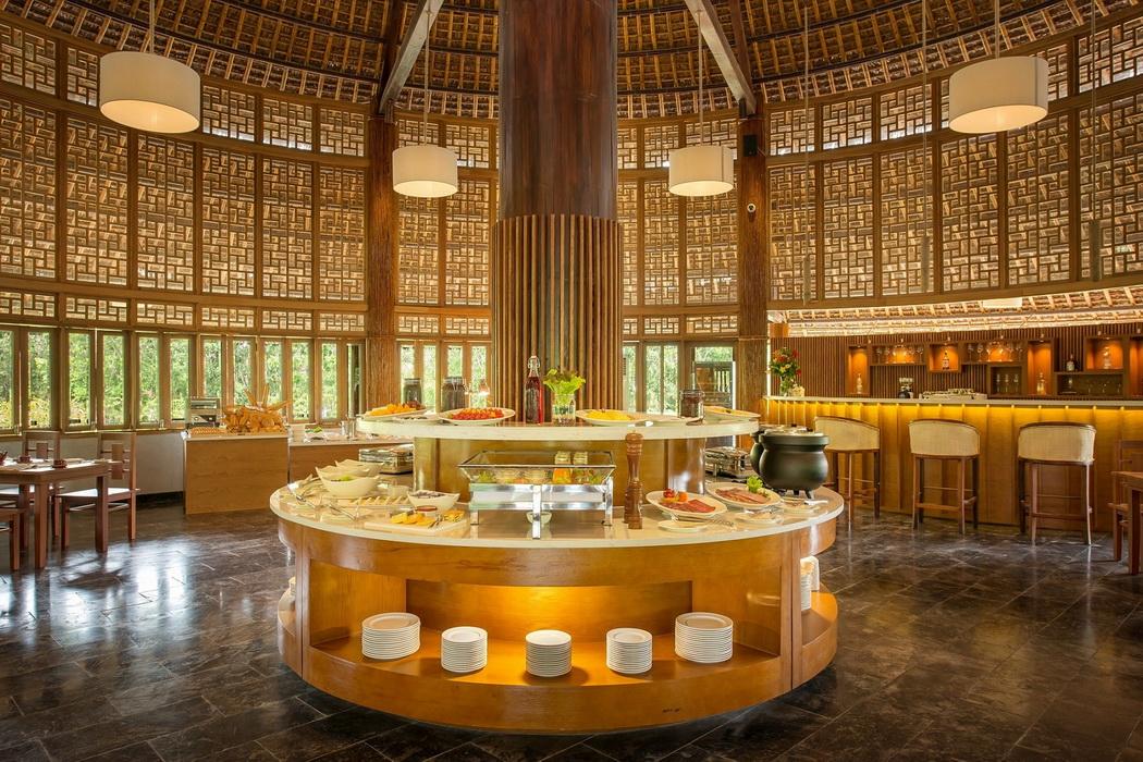 Bạn sẽ được phục vụ các món ăn từ trang trại hữu cơ của khu nghỉ dưỡng tại nhà hàng Madame Châu.