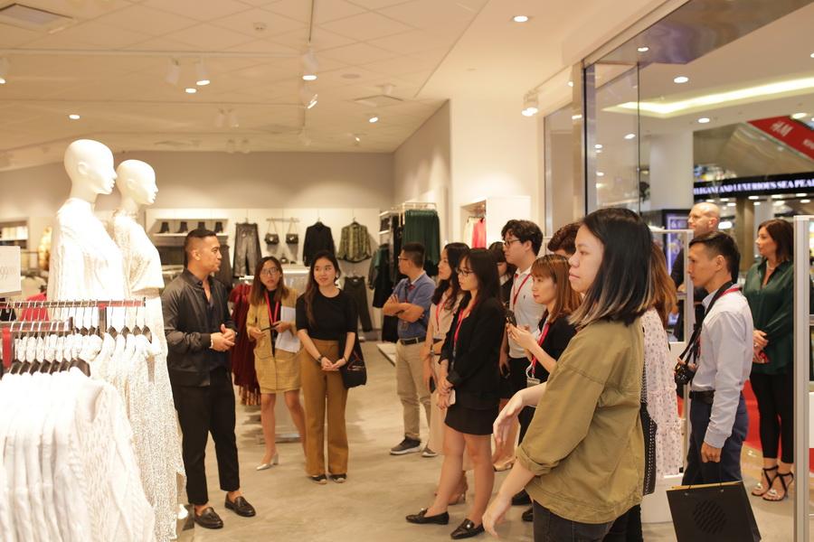 Khai truong cua hang H&M Da Nang