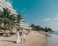 Tận hưởng hồ bơi vô cực với tầm nhìn ra biển tại resort 5 sao giữa đảo Ngọc