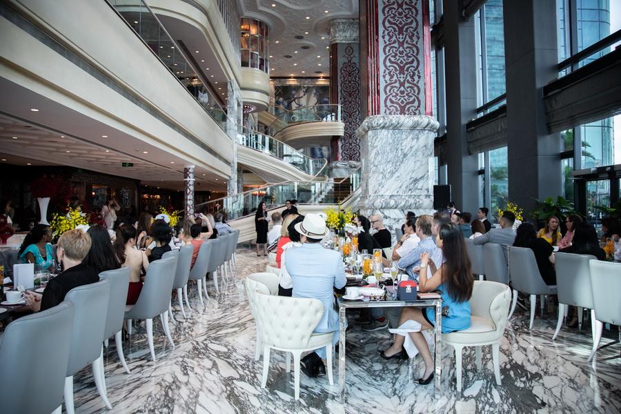 tiệc trà chiều thời trang nhà hàng Cafe Cardinal The Reverie Saigon