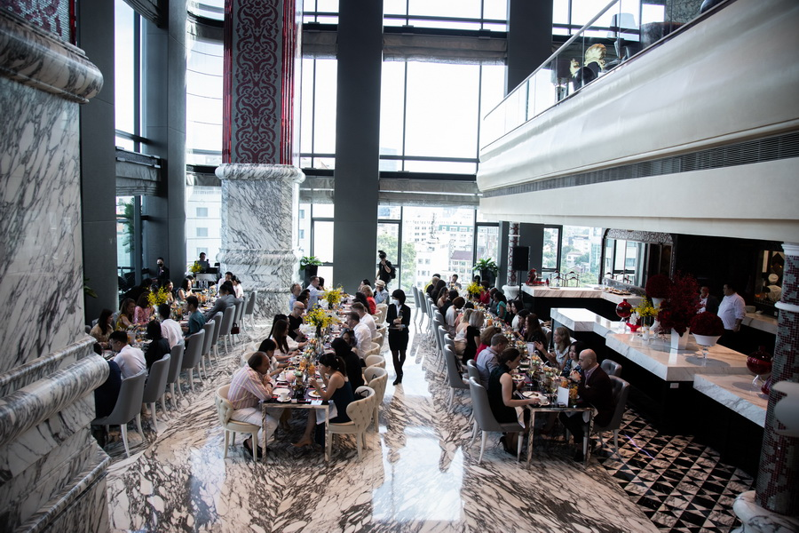 tiệc trà chiều thời trang nhà hàng Cafe Cardinal Luke Nguyễn