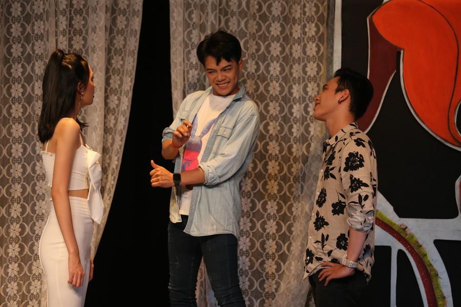 vở kịch rồi mắc gì cười của sân khấu nhỏ 5b